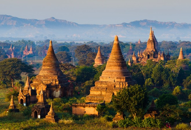 Myanmar có nhiều công trình tôn giáo linh thiêng, thu hút du khách quốc tế. Ảnh: Businessinsider.