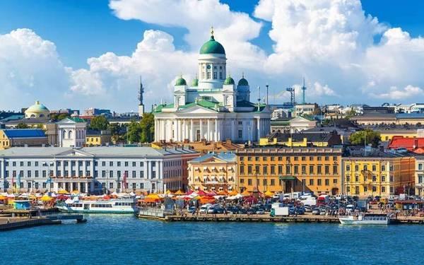 10. Helsinki, Phần Lan Hesinki là thủ đô và thành phố lớn nhất ở Phần Lan. Mùa hè là khoảng thời gian thú vị để du lịch Helsinki bởi đây là thời điểm diễn ra nhiều lễ hội độc đáo như lễ hội tạm biệt mùa đông
