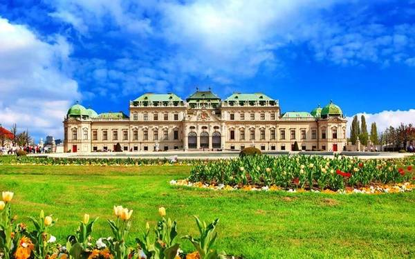 2. Vienna, Áo Diane Naar-Elphee, một chuyên gia du lịch của Telegraph cho biết: Vienna là một thành phố quyến rũ du khách ngay từ lần đầu tiên gặp gỡ. Văn hóa, ẩm thực, cảnh quan... ở nơi đây đều thực sự tuyệt vời.