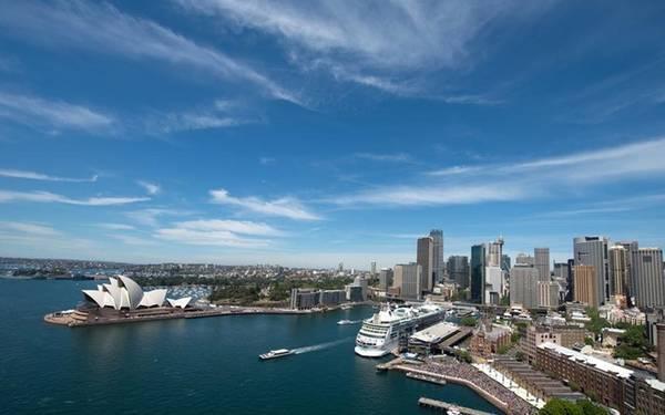 6. Sydney, Australia Sydney thường được ví là một thành phố đẹp nhưng nhàn nhạt, giống như một cô gái tóc vàng nóng bỏng nhưng ngốc nghếch. Tuy nhiên nếu bạn dành đủ thời gian để tìm hiểu nơi đây, chắc chắn Sydney sẽ khiến bạn có một cái nhìn đầy ngưỡng mộ.
