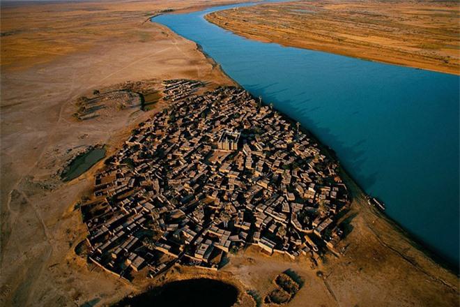 Ngôi làng nằm ven sông Mali, Niger - một giải pháp hữu hiệu cho đất nước khí hậu khô nóng và không tiếp giáp với biển.