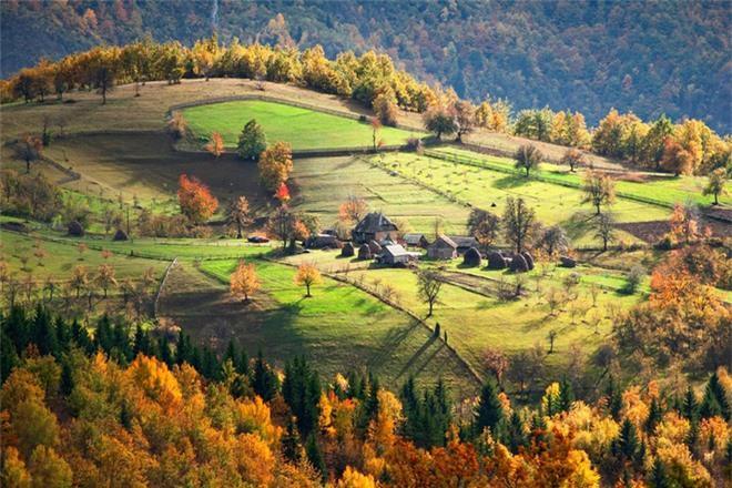 Không gian thơ mộng, rộng lớn của ngôi làng nhỏ ở Serbia.