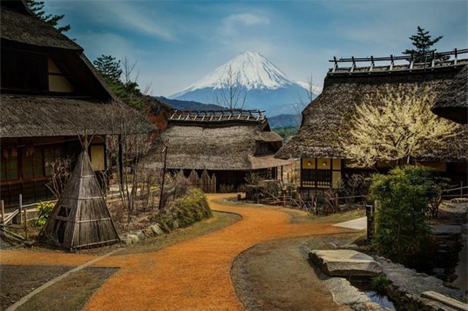 Ngôi làng nằm dưới chân núi Phú Sĩ, Nhật Bản.