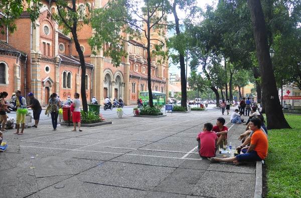 Nên thử qua những góc café bệt thú vị khi ghé Sài Gòn.