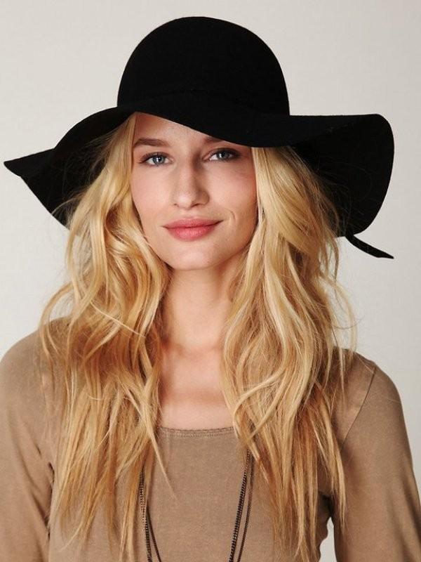 Chiếc mũ rộng vành rất hợp với mặt vuông hoặc mặt hình chữ nhật