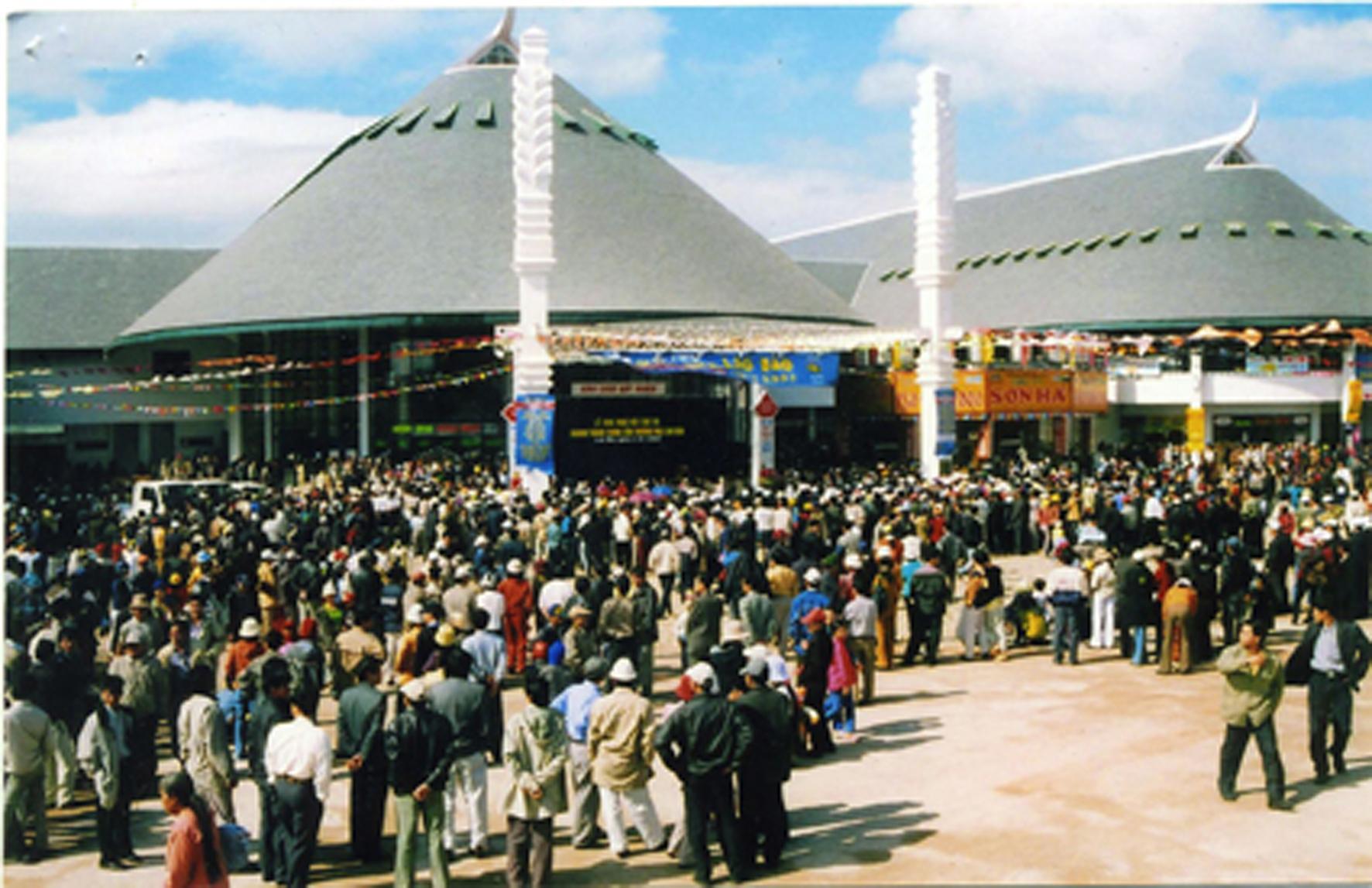 Trung tâm thương mại Lao Bảo