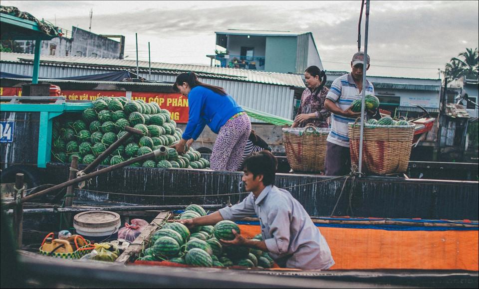 Chợ nổi Cái Răng đông đúc, nhộn nhịp lúc 8 giờ sáng