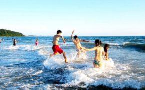 Làm sao để tắm biển không bị đen da?