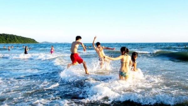 Rất nhiều chị em đi tắm biển sợ đen da