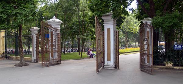 Cổng công viên Bách Thảo