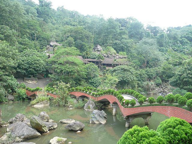 Cổng vào khu du lịch Thiên Sơn Suối Ngà