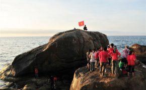 4 khối đá khổng lồ ở Việt Nam thách thức dân phượt
