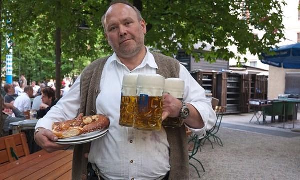 Bia, thức uống không thể bỏ qua ở Munich. Ảnh Alamy
