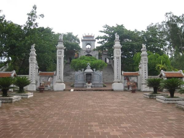 Đền Cuông – Ảnh: hivietnam