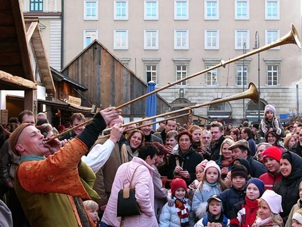 Khu chợ Mittelaltermarkt với không khí từ thời trung cổ - Ảnh: Guardian