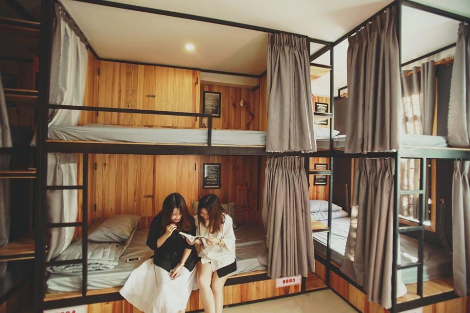 5D Upper Dorm có hơi hướng rất Tây và thích hợp cho những đoàn khách nhiều người với kiểu thiết kế giường tầng rất tiện lợi.