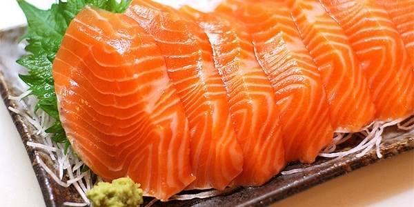 Cá hồi vân vị ngon đậm đà, thịt có màu hồng đẹp, giá trị dinh dưỡng cao, là đặc sản Sapa không thể bỏ qua. Cá hồi Sapa có thớ săn, không có mỡ, chất lượng không thua kém cá hồi nhập khẩu, rất thích hợp để chế biến thành nhiều món khác nhau như: gỏi, lẩu, cháo, cá hồi nướng, trứng cá hấp, cá hun khói, cá hồi tẩm sốt cam và tiêu xanh, cá hồi nhồi dưa chuột…