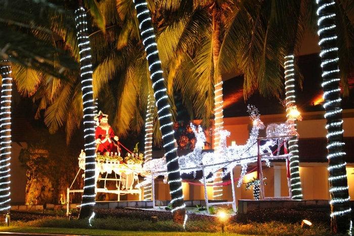 Những ông già Noel to lớn - Ảnh: Sưu tầm