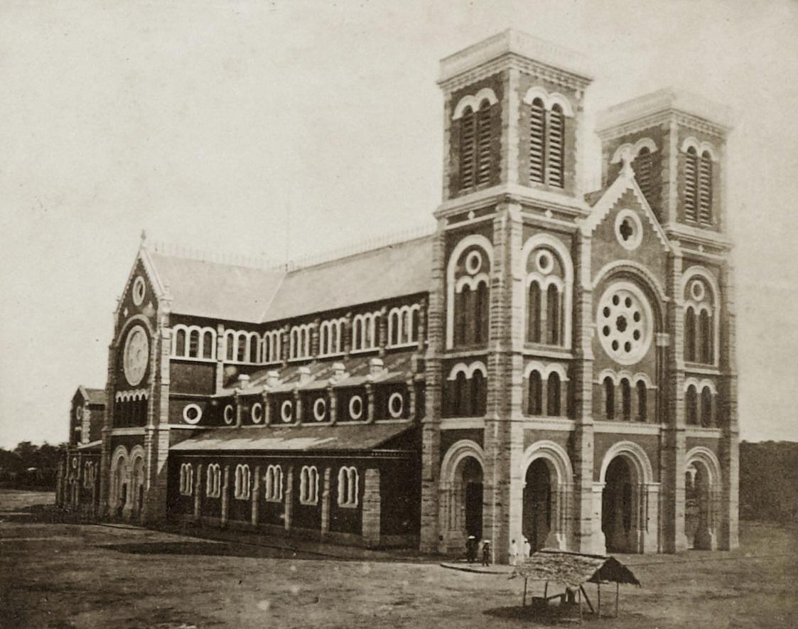 Nhà thờ Đức Bà năm 1880, khi mới được xây dựng xong