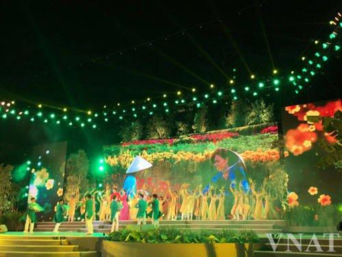 Chương trình nghệ thuật với nhiều tiết mục ca múa nhạc đặc sắc. Ảnh: vietnamtourism