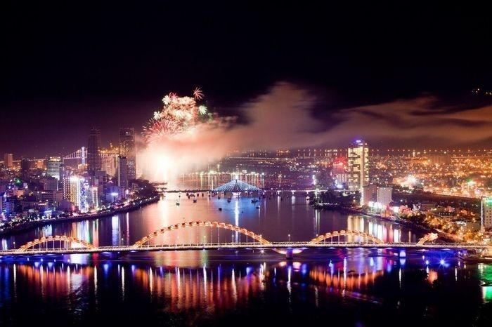 Có những thành phố xinh lung linh mỗi dịp Giáng Sinh về - Ảnh: Sưu tầm