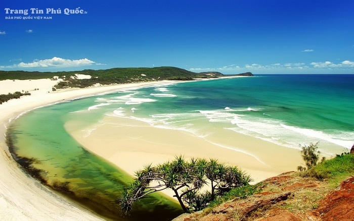 Biển xanh ngọc hút hồn du khách
