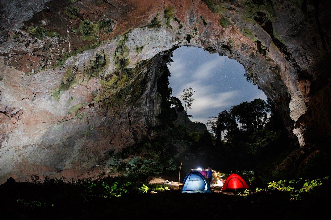 Cắm trại trong hang. Ảnh: Ryan Deboodt