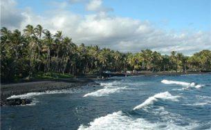 """Bãi biển cát đen – """"Đặc sản"""" tuyệt vời của quần đảo Hawaii"""