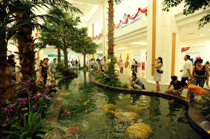 Bể cá trong trung tâm thương mại Royal City