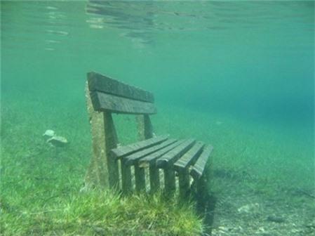 Công viên cứ vào mùa hè lại biến thành hồ nước