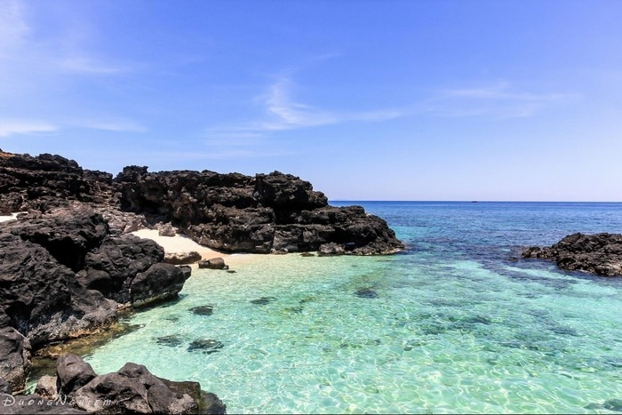 Nước biển trong xanh đẹp mê hồn của đảo ngọc Lý Sơn - Ảnh: Duong Nghiem