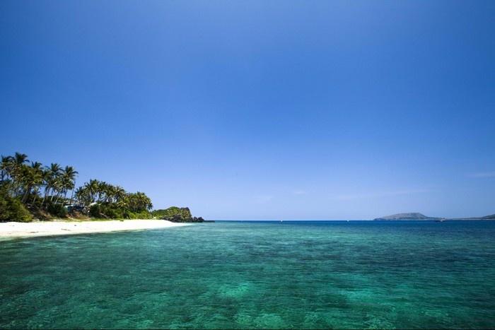 Nước biển trong veo như tấm kính khổng lồ -  Ảnh: Nguyen Quang Hieu