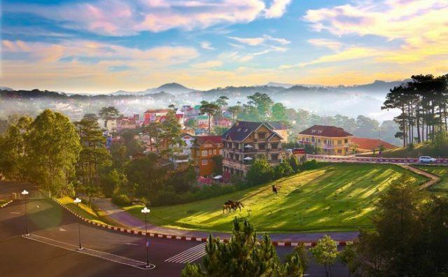 Du lịch đến những thành phố sắc màu của Việt Nam