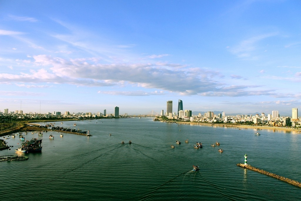 Đà Nẵng thơ mộng bên sông Hàn - Ảnh: Duc Thien
