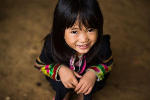 Lân Thị Lợi là một bé gái dân tộc Lô Lô Đen. Em sống ở một ngôi làng nhỏ, gần Bảo Lạc (Cao Bằng). Em không biết nói tiếng Kinh vì em không đi học.