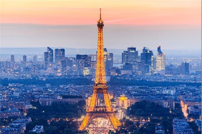 Tháp Effel, Paris, Pháp.
