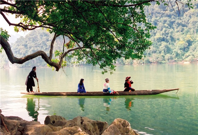 Hồ Ba Bể trong lòng vườn quốc gia Ba Bể
