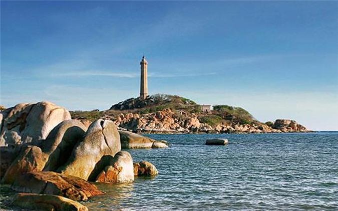 Ngọn hải đăng trên đảo Hòn Khoai