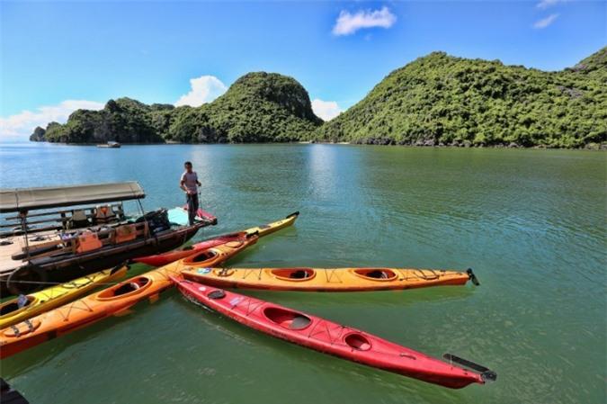 Vịnh Lan Hạ trong xanh, là nơi được rât nhiều người ghé qua ở Cát Bà