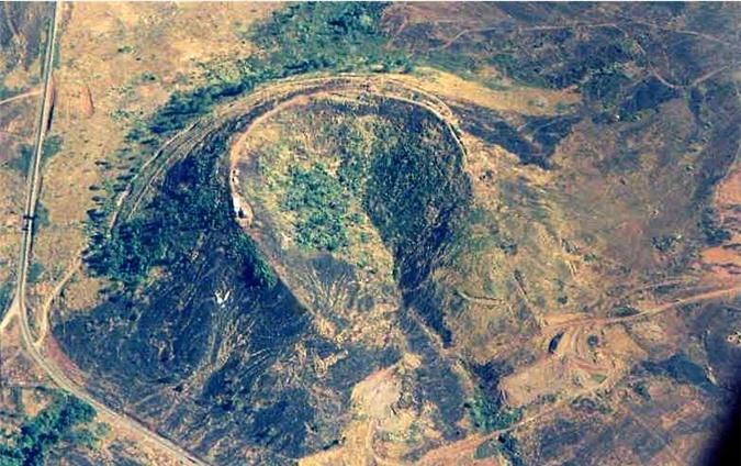 Núi Hàm Rồng nhìn từ trên cao