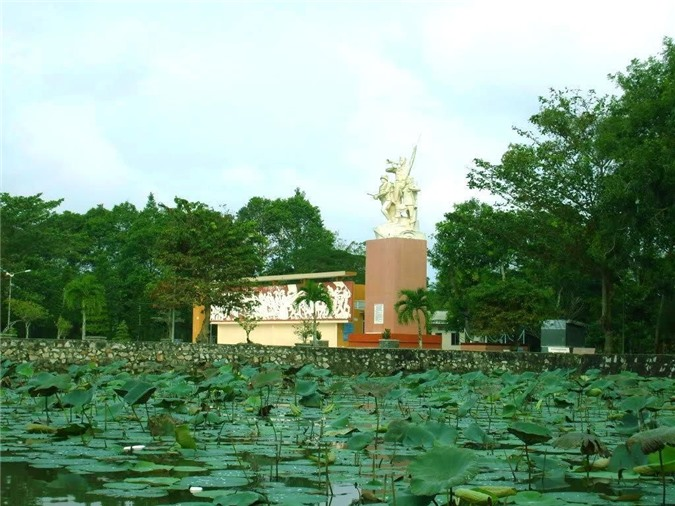 Hồ sen Tầm Vu