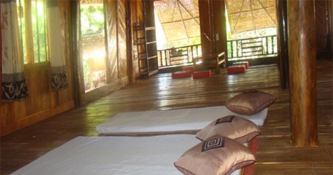 Nhà sàn tại bản Lác Mai Châu