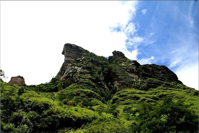 Đỉnh núi Pha Luông