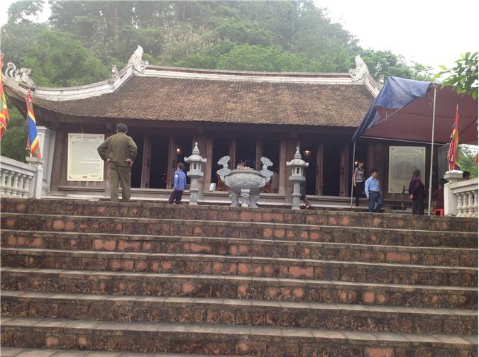 Đền thờ núi Văn núi Võ