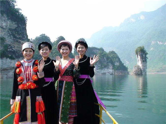 Vẻ đẹp lòng hồ Na Hang