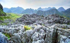 Kỳ thú 'Bãi đá Mặt trăng' trên cao nguyên đá Hà Giang