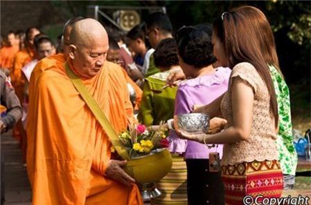 Lễ hội té nước Songkran ở Bangkok