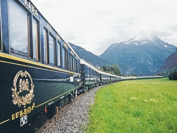 Tàu tốc hành Venice Simplon Orient: Chuyến tàu lần đầu khởi hành năm 1883, có lộ trình từ Paris tới Istanbul. Ngày nay, những chuyến tàu tốc hành Venice Simplon-Orient tiếp tục phục vụ nhu cầu di chuyển theo phong cách sang trọng của hành khách muốn khám phá châu Âu, đi từ London tới Venice, và sẽ đi qua Pháp, Thuỵ Sỹ cùng phần núi Alps thuộc Áo.