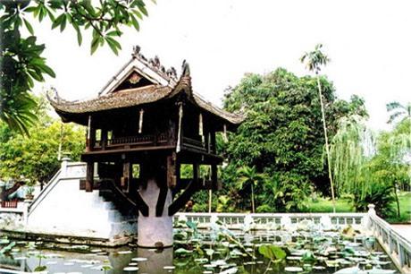 Với kiến trúc độc đáo, chùa Một Cột giống như bông hoa sen mọc giữa hồ (Ảnh: Internet)