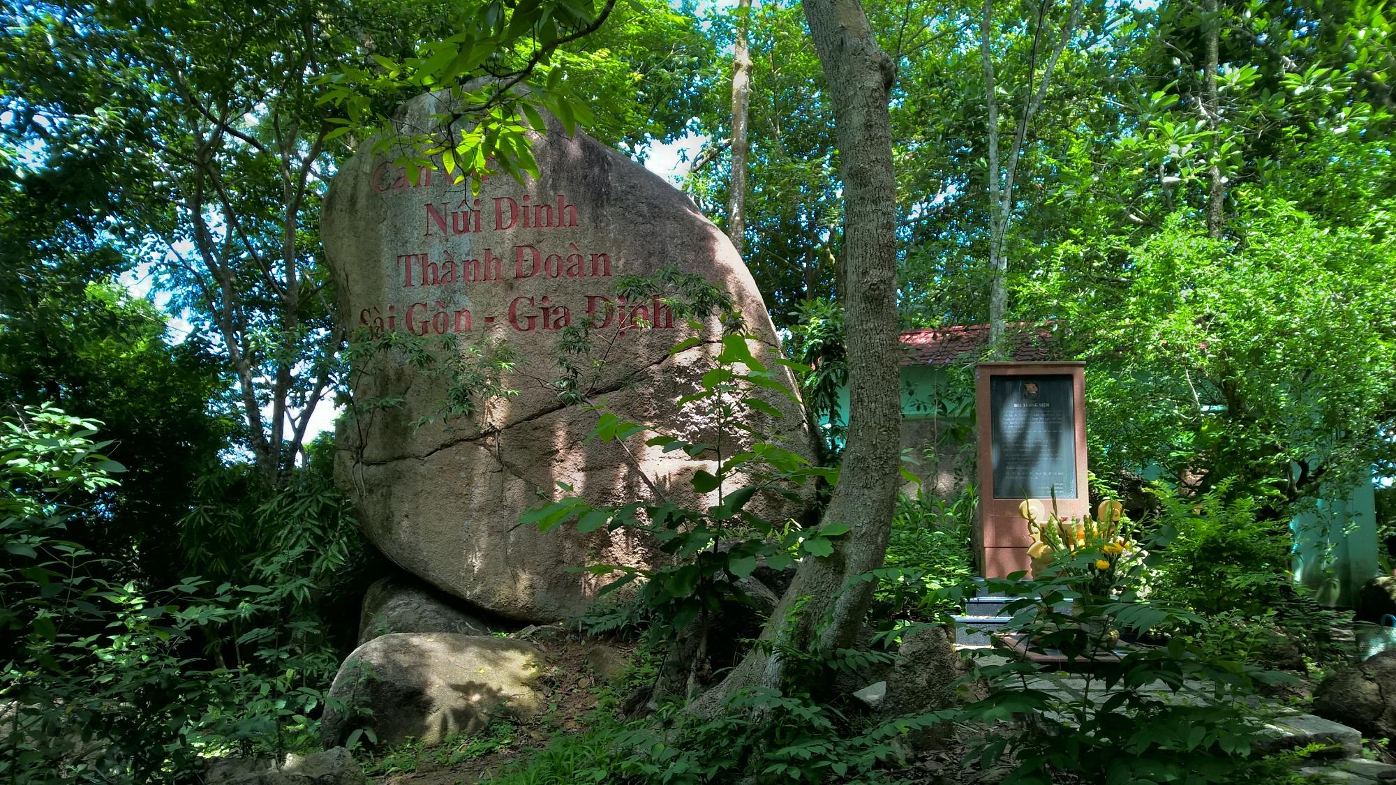 Núi Dinh thuộc huyện Tân Thành, cao khoảng 500 m với rừng cây xanh bao phủ, địa hình phức tạp. Nơi đây vừa là điểm du lịch sinh thái vừa là nơi du lịch tâm linh, tín ngưỡng với nhiều ngôi chùa nổi tiếng như chùa Hang, chùa Tây Phương, chùa Đại Tùng Lâm…